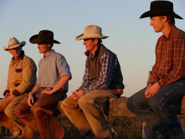 Die Teilnehmer des sechsmonatigen Wanderritts auf Mustangs Foto: Unbranded