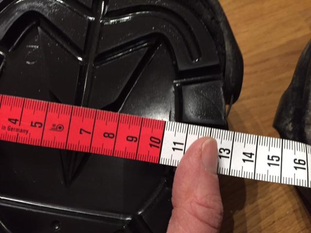 Ein neuer Renegade classic in Größe 2: Er ist an der breitesten Stelle etwa 12,7 cm breit